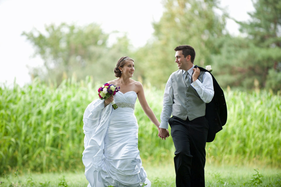 Bride and Groom at Ottawa Arboretum | Delta City Centre Hotel Ottawa | AMBPhoto
