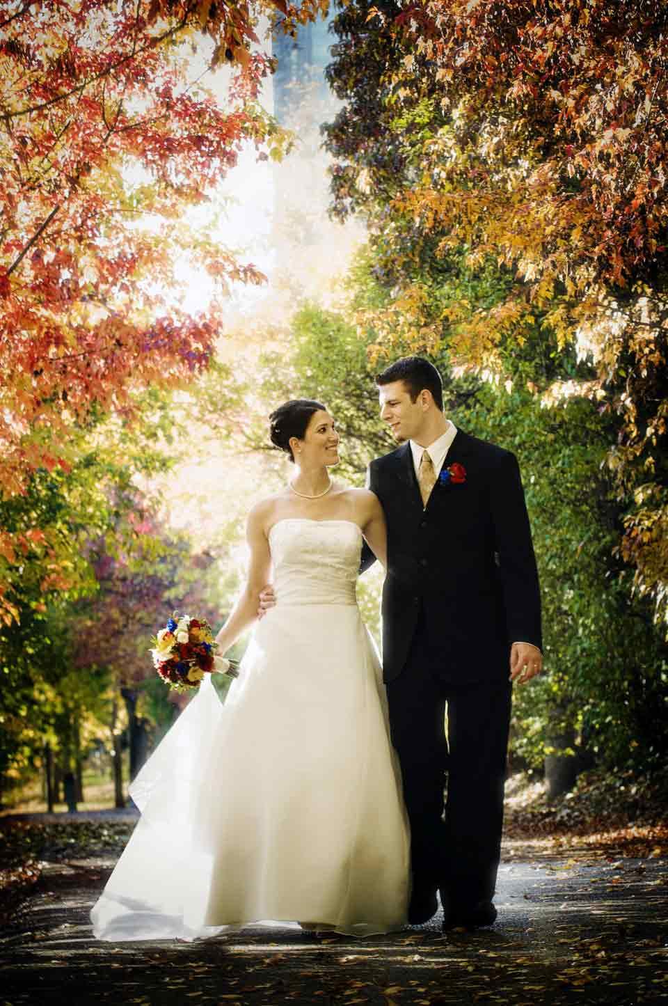 Bride and Groom fall leaves | Delta Hotel Ottawa | Brazeau Photo