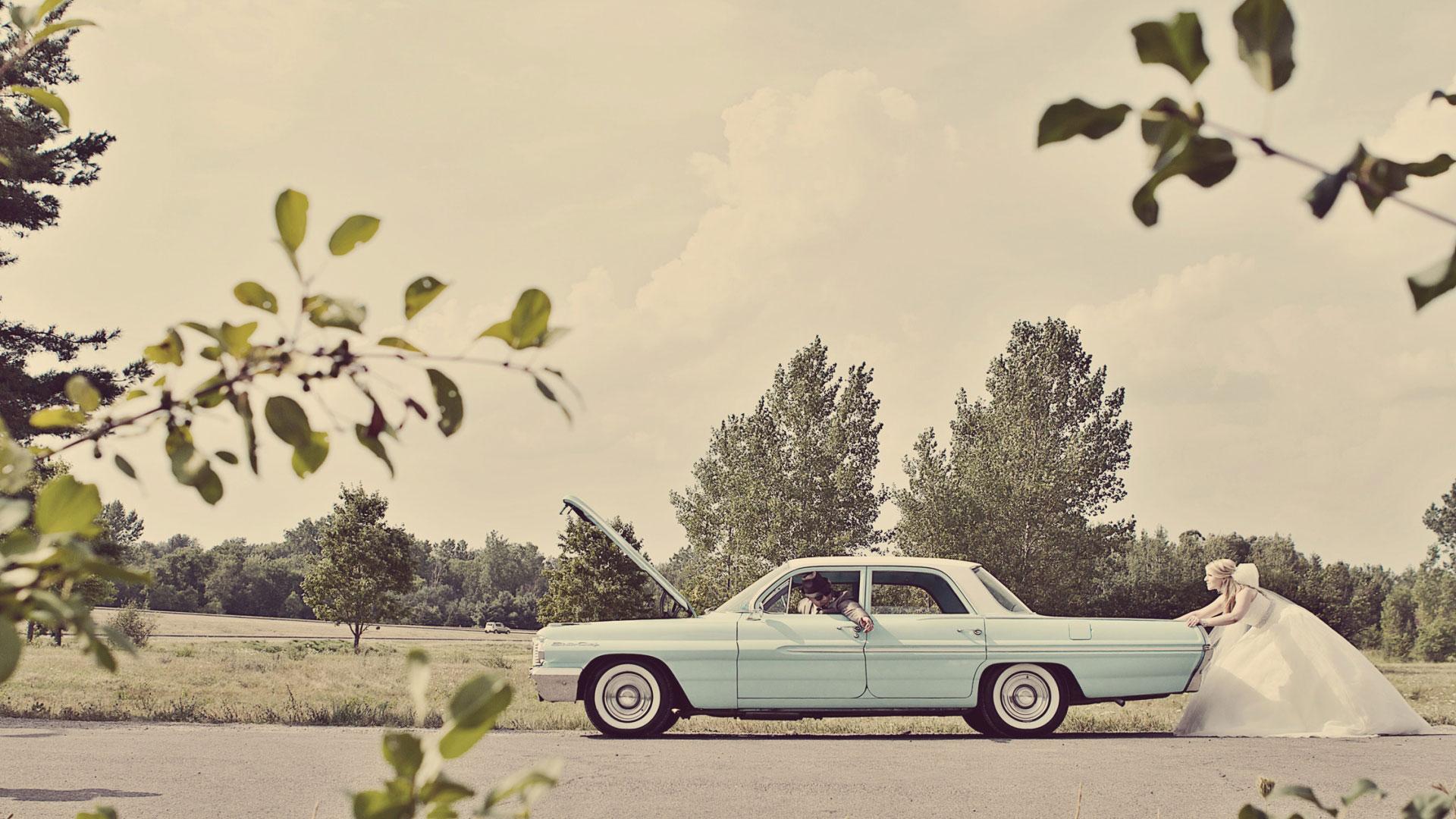 Bride pushing groom in blue vintage car | Sala San Marco | Renaissance Studios