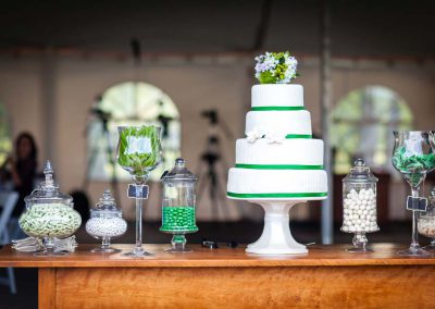 Antique table green and white candy bar wedding cake | Stonefields Heritage Farm | Themotions Photography