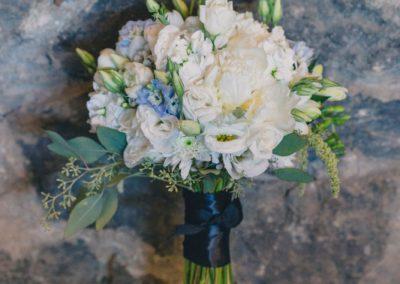 White blue and greenery bouquet | Fairmont Chateau Montebello | Urban Bent Studio