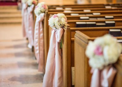 Pew bows blush pink and hydrangeas | Knox Presbyterian Church | Union Eleven Photographers