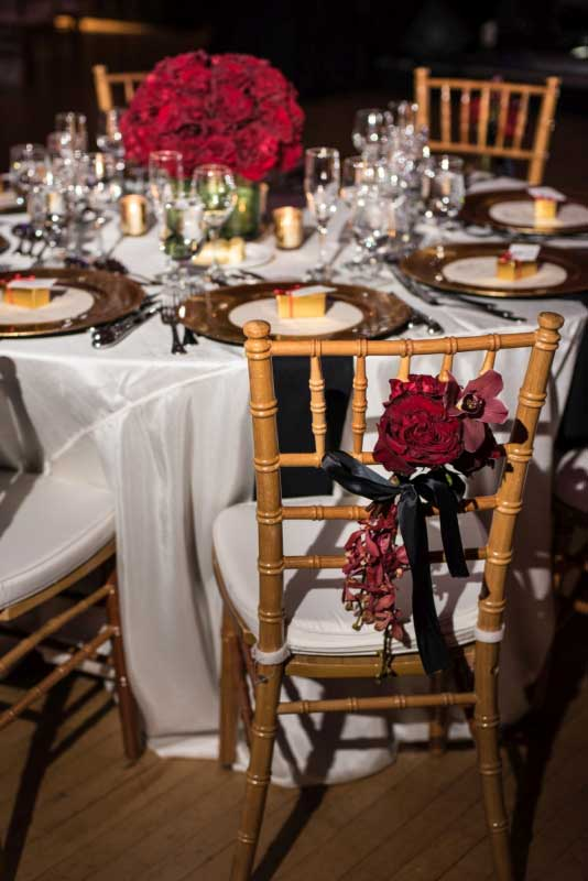 Natural wood chiavari headtable with red florals | Canadian Museum of Nature | Union Eleven Photographers