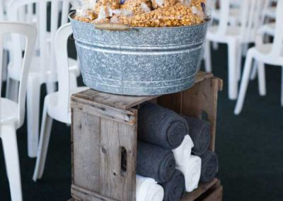 Caramel Corn Favours in galvanized tub wood crates and blankets| Rivermead Golf Club Ottawa | AMBphoto